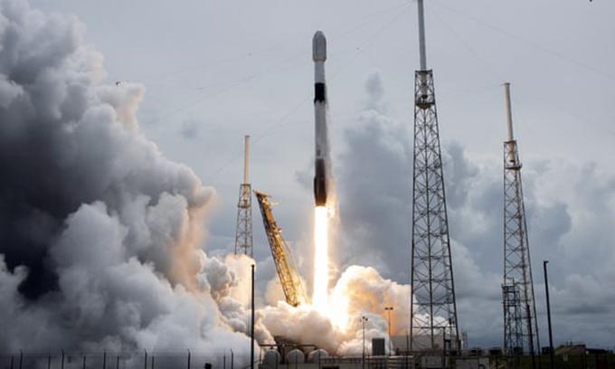 Tên lửa SpaceX Falcon 9 phóng tại Cape Canaveral ở Florida, Mỹ. Ảnh Shutterstock