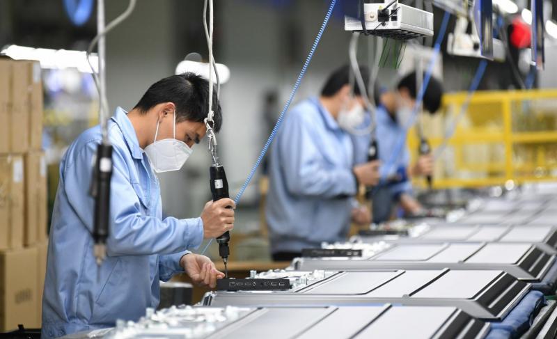 Việc phục hồi sản xuất cần được tính đến sau giai đoạn giãn cách xã hội. Ảnh: chinhphu.vn