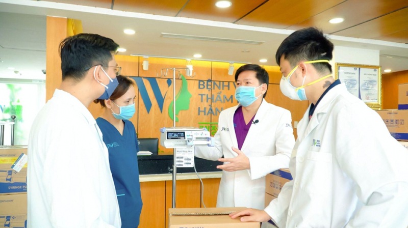 Bác sĩ Tú Dung và ekip vẫn tiếp tục hành trình tiếp sức tuyến đầu với khả năng, tình cảm của mình. Ảnh: NVCC