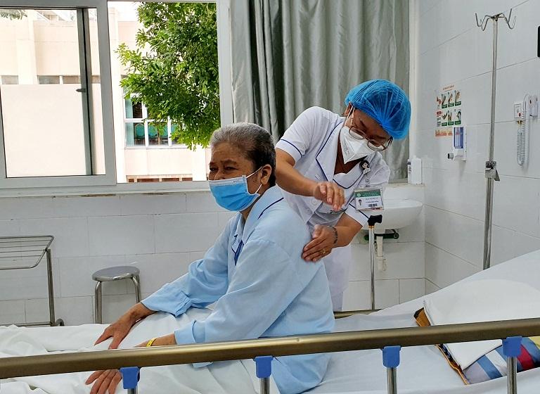 Bệnh nhân bị ngộ độc do sử dụng thuốc Nam không rõ nguồn gốc. Ảnh: BV.