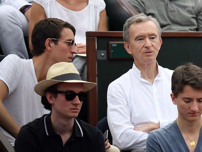 Bernard Arnault cùng các con trai Alexandre, Frederic và Jean tại Roland Garros 2018 Pháp mở rộng ở Paris vào tháng 6 năm 2018. Ảnh: Getty Images