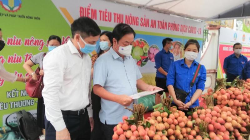 Bộ trưởng Bộ Nông nghiệp và Phát triển nông thôn Lê Minh Hoan cho rằng, đại dịch Covid-19 rút ra hai vấn đề cần tư duy lại trong thời gian tới. Ảnh: TL.