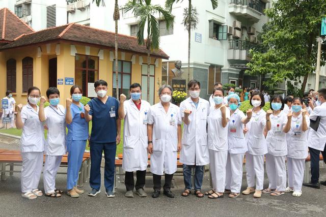 Sáng 15/9, hơn 100 thầy thuốc Bệnh viện Việt Đức vào TP.HCM