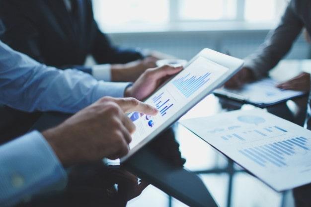 Doanh nghiệp đang tận dụng đa kênh trong thời đại số để quản lý hiệu quả hoạt động doanh nghiệp và tăng 'điểm chạm' với khách hàng. Ảnh: T.L.