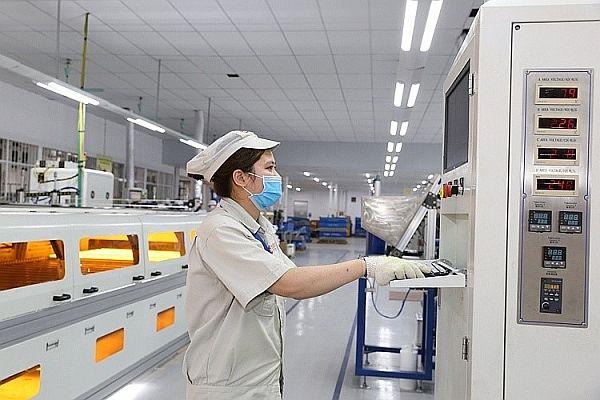 Nhờ chuyển đổi số, Rạng Đông duy trì hoạt động sản xuất, kinh doanh trong mùa dịch. Ảnh: T.L.