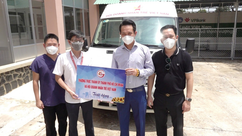 Trong thời gian qua, lãnh đạo của Hội Doanh nhân trẻ Việt Nam thường xuyên có mặt tại các điểm nóng, tuyến đầu để chỉ đạo triển khai các chương trình cộng đồng của Hội.