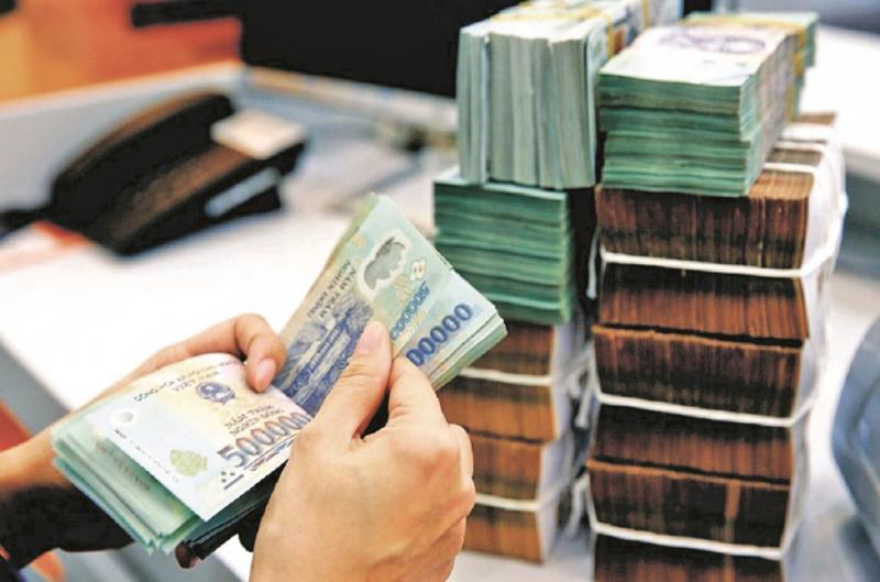 NHNN vẫn tạo điều kiện cho khách hàng vay vốn nhưng kiểm soát chặt nợ xấu. Ảnh: TL.