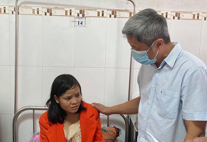 Thứ trưởng Nguyễn Trường Sơn chia sẻ những đau thương, tổn thất mà người dân Quảng Nam phải gánh chịu trong những thiên tai vừa qua. Ảnh: PV