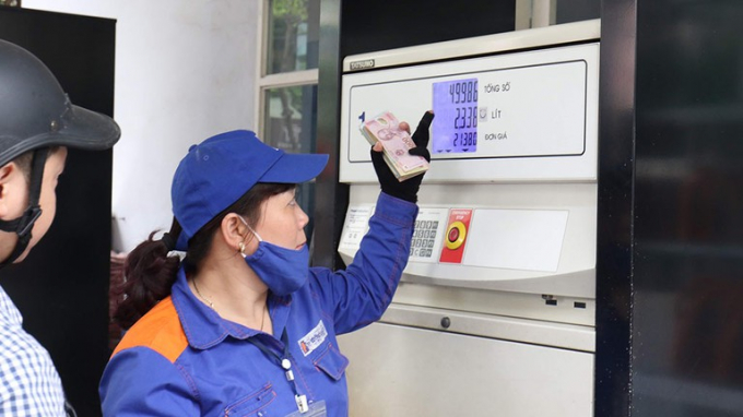 Giá xăng, dầu bắt đầu giảm từ 11/11. Ảnh: T.L.