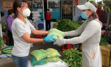 TP Thủ Đức: Ban điều hành khu phố vận động hỗ trợ người dân mùa dịch Covid-19